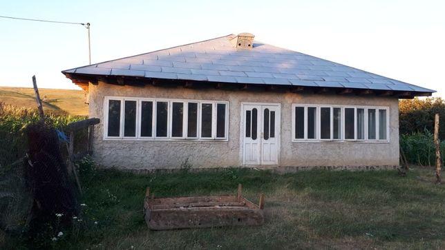 Casa si pamant de vanzare 1.5 ha, langa casa.