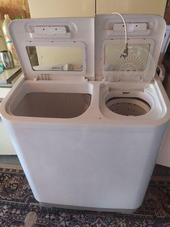 Продам стиральную машину полуавтомат в хорошем состоянии .