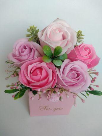 Aranjamente florale cu trandafiri din sapun