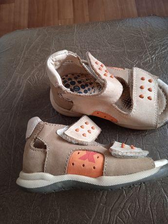 Обувь на мальчика.сандали 19 размер .