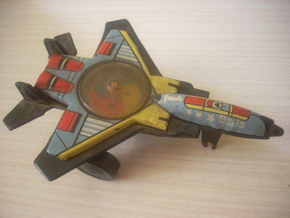 Ретро детско самолетче метал и пластмаса