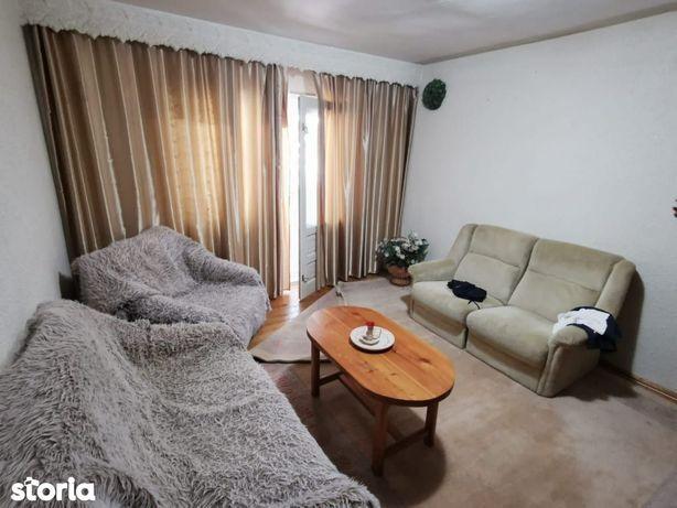Apartament 3 camere Zamca de vanzare