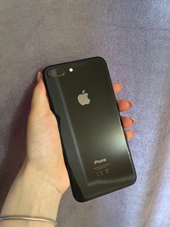 Продам Iphone 8+.