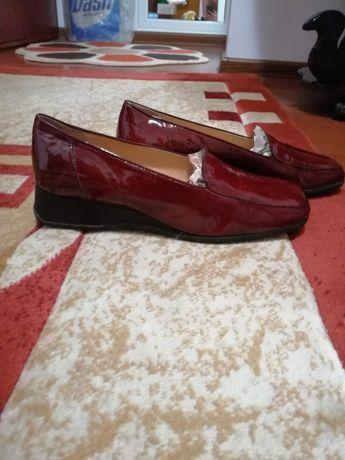 Pantofi noi din piele naturala