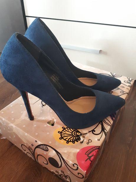 Vând pantofi !!