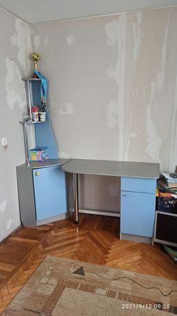 СРОЧНО Продам письменный стол и тумбу