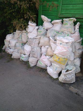 Строительный мусор в полипропиленовых мешках.
