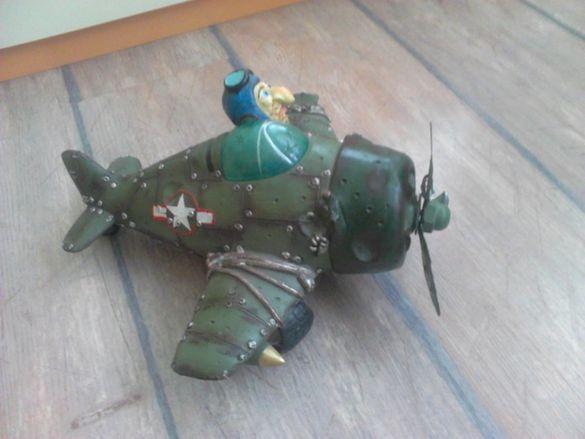 Макет на Архаичен модел самолет.