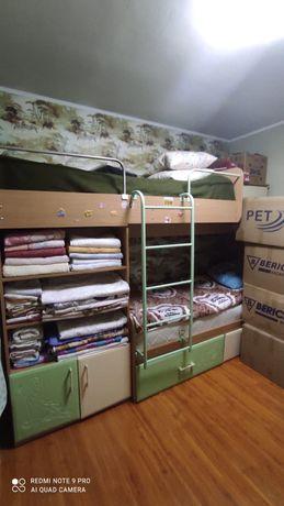 Срочно продам детский спальную гарнитуру компьютерные столы и кресла