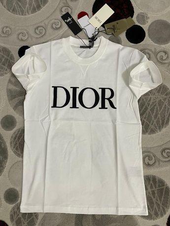 Tricou Dior Super Calitate 100% Bumbac, scriul este Brodat Pret 150lei