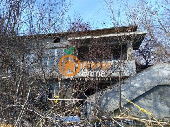 Масивна двуетажна тухлена къща 80 м2, на 18 км от Варна, с. Генерал Ка