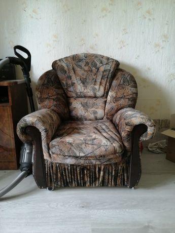 Кресло одно.     !