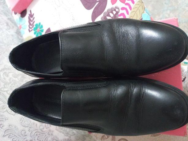 Продам туфли мальчиковый