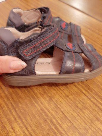 Детский сандалик