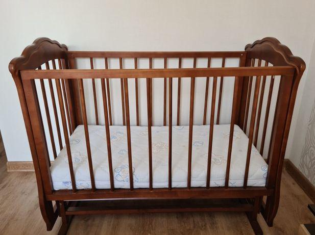 Детская кровать в отличном состоянии из натурального дерева