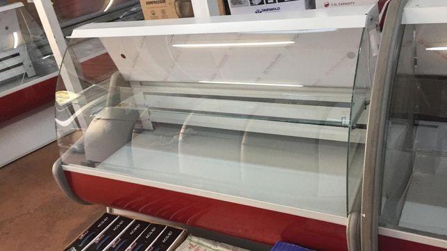 Холодильные витрины для магазина сыры мясо колбасы