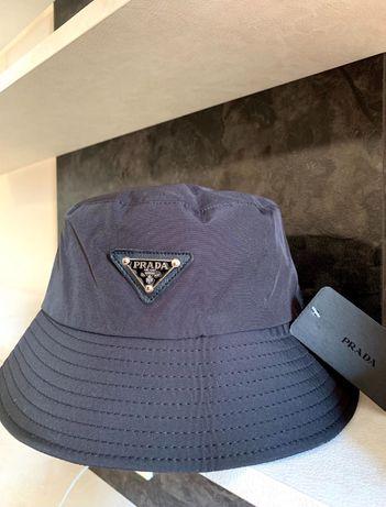 Черна шапка унисекс