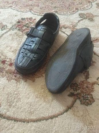 Резиновые сапоги и сандалии