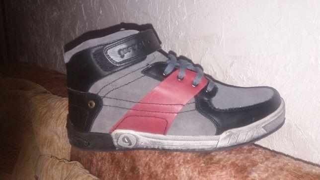 Продам обувь подростковую