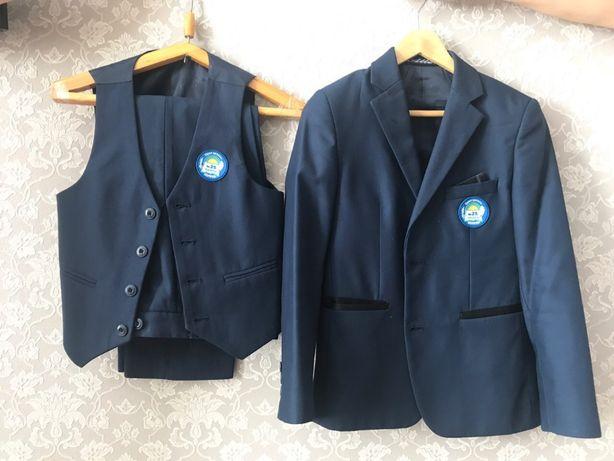 Продам костюм тройка тёмно синий
