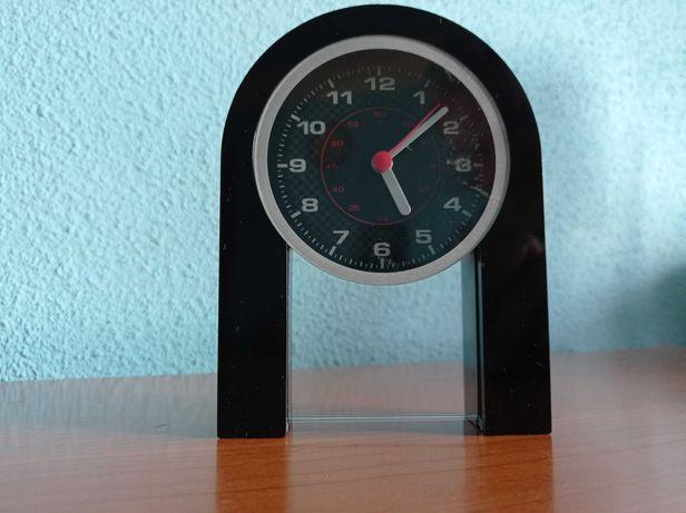 Ceas de birou, quartz pentru persoane cu stil mai putin conventional