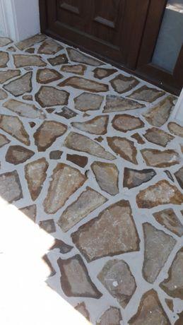 Vindem piatra naturala pentru decoratiuni placari pavaje
