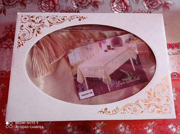 г. Щучинск. Продается новая нарядная скатерть на стол Турция
