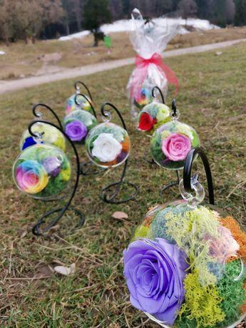 Glob de sticlă cu trandafir criogenat