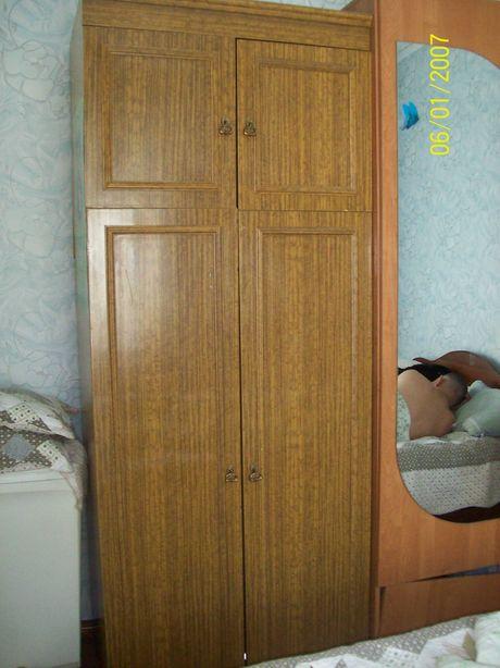 Отдам бесплатно шкаф и кровать- полуторку