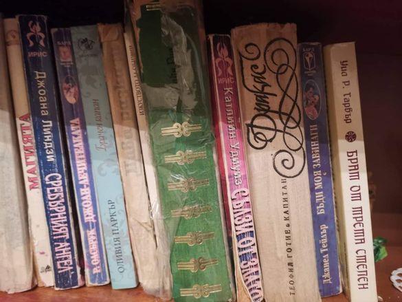 Продавам книги/ любовни романчета/ учебници
