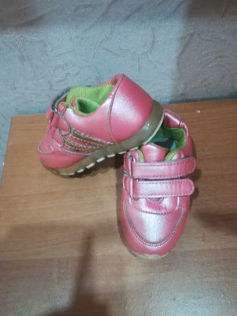 Обувь для девочек кроссовки 21 р б/у, состояние новых