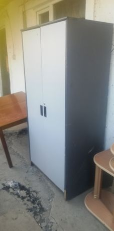 Продам спальний шкаф