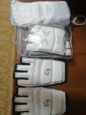 Для таеквандо носки  и перчатки