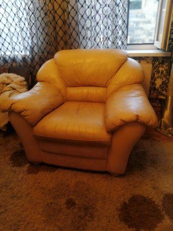 Кожаный диван. Болгария