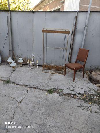 Люстра вешалка, стулья