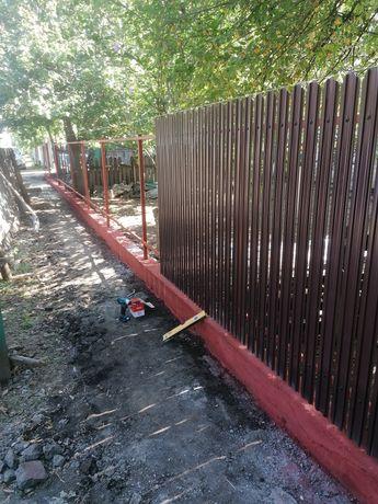 Vand și construiesc garduri din sipca metalica