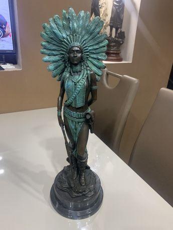 Statueta bronz pe marmura