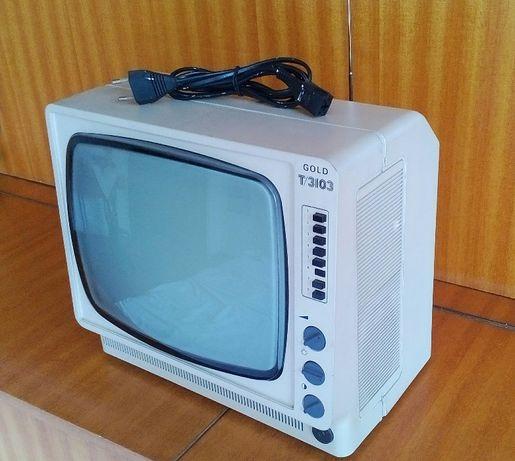 Телевизор -стар модел иначе е нов,не е изпозван никога -перфектен !