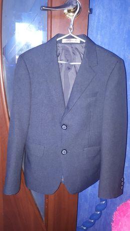 Школьный пиджак на 7-8 лет.