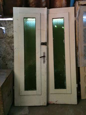 Ușa dubla lemn și geam verde