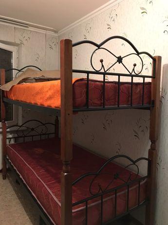 Двухъярусная кровать из чистого дерева - Малайзия.