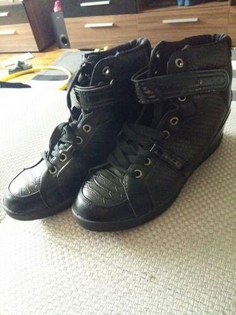 Обувки със скрита платформа