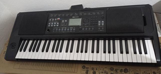 Синтезатор Korg Ek-50.  Цена 250 000