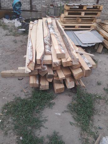 Брус доски для строительства