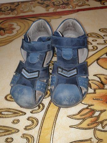 Продам детские сандалии на мальчика