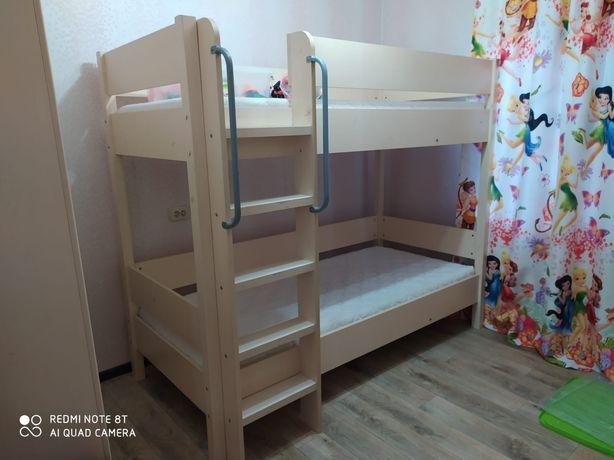 Продам Двухярустную кровать и шкаф