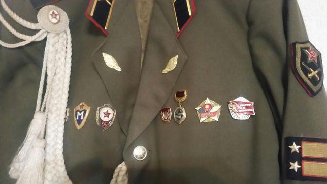 Uniforma ofițer sovietic cu multe decoratii,f rară