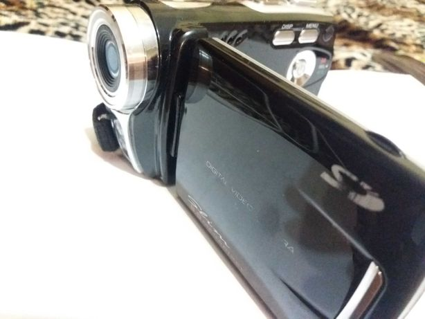 Продам видеокамеру slim за 9000 тн