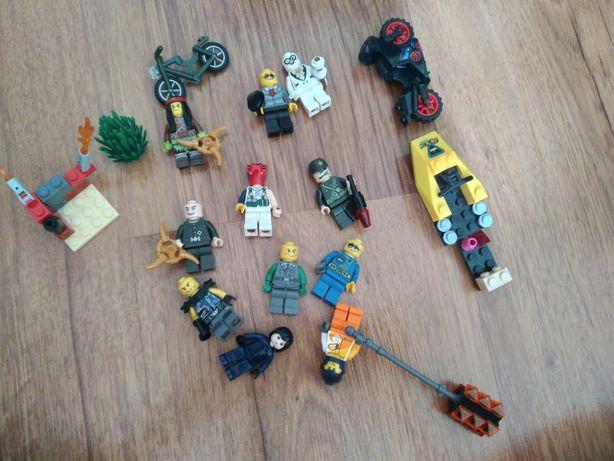 Лего человечки с транспортом и орудеем