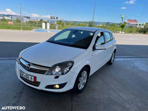 Opel Astra model Cosmo, faruri xenon, incalzire scaune, climatronic